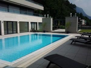 manutenzione piscina Lugano ruggine calcare